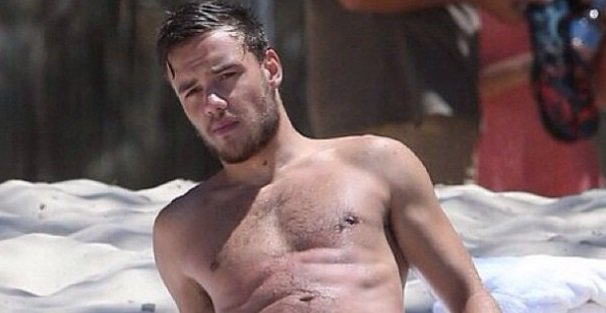 Liam Payne reveals he sleeps naked in x-rated bedtime selfie
