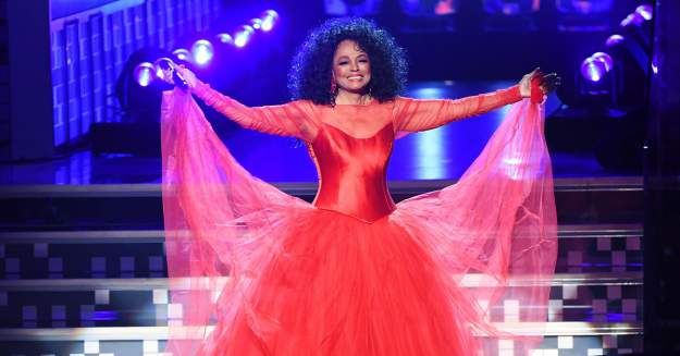 Fan Thrown Out for Poking Legendary Diva, Diana Ross